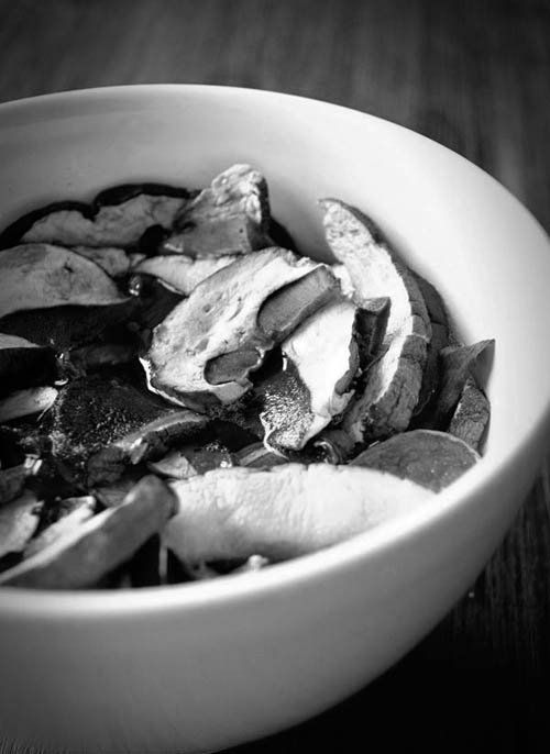 soaking-dried-mushrooms